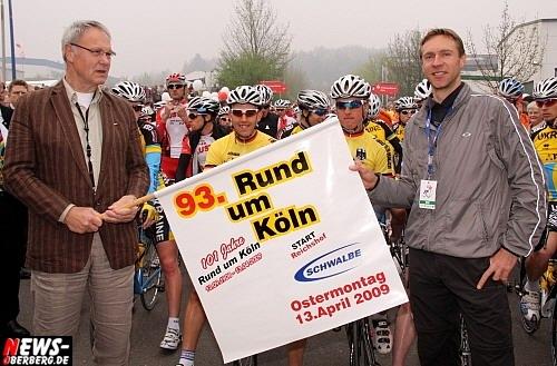 Wehnrath/Köln: Däne Martin Pedersen entscheidet Frühjahrsklassiker im Radsport ´93. Auflage von Rund um Köln´ für sich. Start war diesmal im Oberbergischen Wehnrath beim europäischen Marktführer für Fahrradreifen der Firma Schwalbe