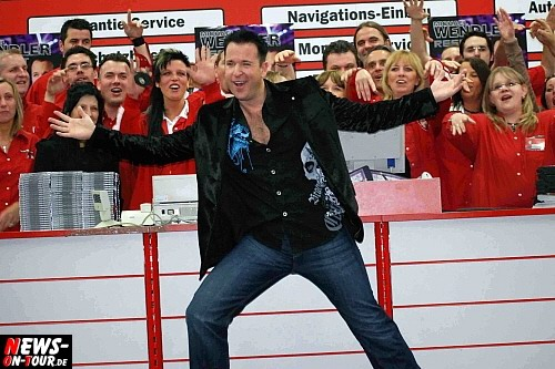 Essen: [Mit 2x Videoclips!] Ariola schießt zweiten ´CD Schlager Knaller´ im April auf dem Markt! Michael Wendler stellte seine neue CD ´Respekt´ vor 500 Fans im Media Markt vor. Zur Geisterstunde begann der exklusive CD-Verkauf. Kickt der Wendler nun Andrea Berg vom Verkaufsschlager Thron?