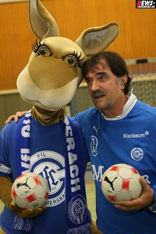Handball.NEWS-on-Tour.de: Sicher ist sicher! VfL ab sofort jetzt immer ´mit Gummi´ ins Spiel – VfL Gummersbach stellt neues Maskottchen vor. ´Gummi´ ist ab sofort für die kleinen VfL-Fans dabei