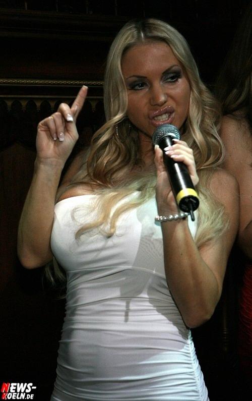 Sexy Blondine - große Titten - Annina - Big Brother