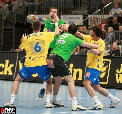 Handball.NEWS-on-Tour.de: Berliner Füchse haben den VfL Gummersbach durch Stochl im Tor zur Verzweifelung gebracht. Starke Leistung und verdienter Sieg für die Füchse aus Berlin @Max-Schmeling-Halle vor 8.826 Zuschauern