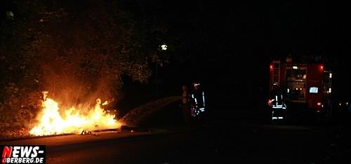 Gummersbach: Stromausfall! Um 03:09 Uhr wurde es DUNKEL in der City der Kreisstadt. Totalausfall des Vodafone D2-Netzes im Citybereich. Ampeln, Straßenlaternen waren  teilweise ausgefallen und im EKZ Bergischer Hof, dem B1 und viele weitere Stellen war es Zappen duster. Feuerwehr musste unmittelbaren Kleinbrand in der Andienungsstraße löschen. Polizei im Großeinsatz