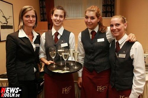 Frauen im hotel treffen