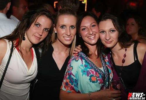 Nachtengel.NEWS-Oberberg.de: [HQ-Fotoshooting!] ´Proppe volles Haus´ Stimmung, Sand und Sangria!! ´Mallorca Party! Die Zweite´ im Nachtengel war mal wieder der Knaller. Drinnen und draußen ´Volles Haus´ @Engelskirchen / Ründeroth [Sa. 18.07.2009]