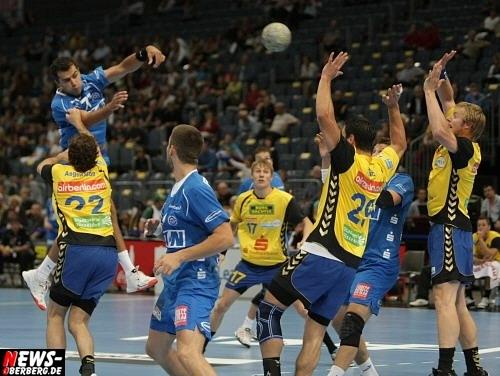 Handball.NEWS-on-Tour.de: Viel Engagement zum Jahresabschluss! VfL Gummersbach beendet das Jahr mit einem Sieg über die HSG Düsseldorf. Trainer Hasanefendic ist stolz auf sein Team mit dem kleinen Kader