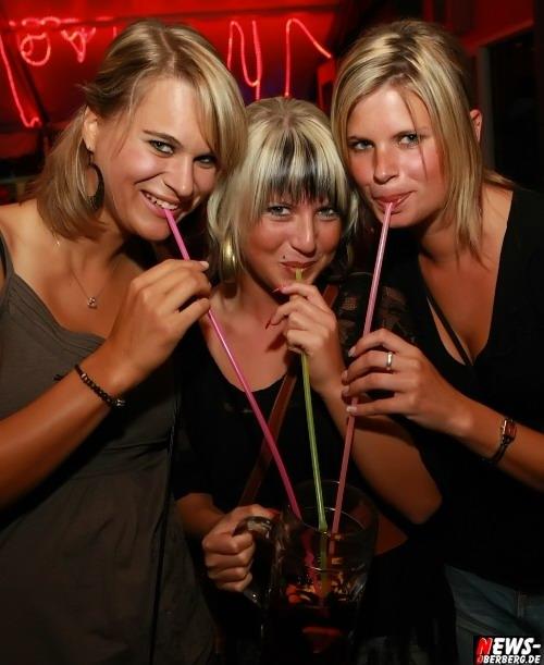 Oberbergischer Kreis (Engelskirchen / Ründeroth): Stimmung, Sand und Sangria!! ´Mallorca Party´ die Dritte im Nachtengel kam enorm gut an! Drinnen und draußen Party pur [Sa. 12.09.2009]
