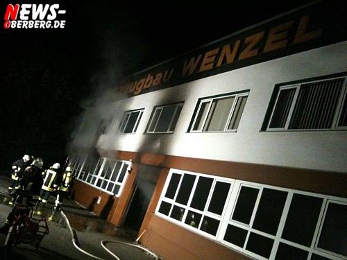 Oberbergischer Kreis: (Final Update mit Video!) Lagerhallenbrand bei der Firma Wenzel in Piene. Großeinsatz der Feuerwehr
