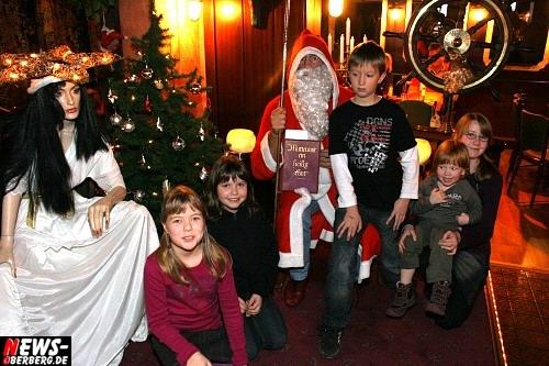 Oberbergischer Kreis (Bergneustadt): Ho, Ho Hoo! Der Nikolaus war im Lord Nelson und hatte viele Geschenke mitgebracht