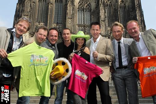 Köln: ´Spektakulär! Kölle Ole 2010 Pressekonferenz´ Michael Wendler läßt die Bombe platzen! Er will sich aus 150 Metern von einem Helikopter zur Bühne abseilen und singen. Kölle Ole wird um eine Stunde vorverlegt (Start 13 Uhr). NEU! Grandioses Abschlussfeuerwerk (gegen Mitternacht) von der Stadt Köln genehmigt…
