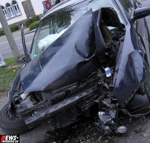 Oberbergischer Kreis (Gummersbach): Unfall mit Schwerverletzten in Derschlag! 75 Minuten lang wurde die Hauptstrasse (Kölner Straße) in Derschlag am Abend gesperrt! Vier Verletzte bei Abbiegevorgang, davon zwei schwer verletzt!