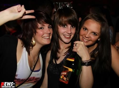 Nachtengel: Mallorca Party ´Die Erste!´ war der Burner. Stimmung, Sand und Sangria total!! Die erste Auflage 2010 der großen Mallorca Party im Nachtengel war der Hammer. Drinnen und draußen herrschte Ausnahmezustand @Engelskirchen/Ründeroth [Mittwoch 12.05.2010]