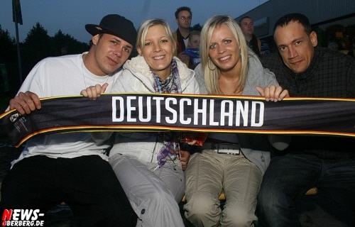 ntoi_b1_fan-emotions_deutschland_vs_australien_gummersbach_01.jpg