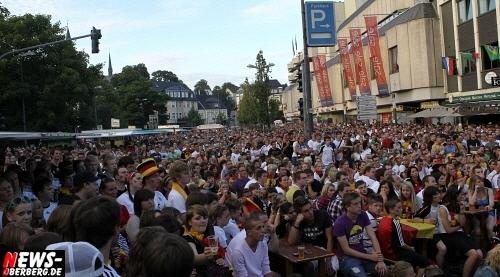 ntoi_gummersbach_public-viewing_brueckenstrasse_ger_esp_01.jpg