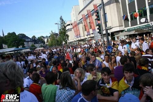 ntoi_gummersbach_public-viewing_brueckenstrasse_ger_esp_11.jpg