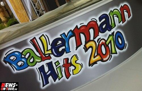 Ballermann Hits on Tour 2010 ´Warm Up´ zur TV-Aufzeichnung läuft! Große Bühne am Strand steht. 24 TOP-Live Acts bereit für das ´TV-Event des Jahres´ am Goldstrand! EMI Newcomerin Ina Colada gab bereits am Vorabend der TV-Aufzeichnung ein Mini-Konzert im Bierkönig als persönliches Warm Up