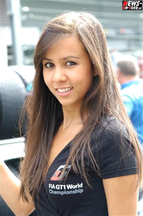 032_fia-gt1-wcc2010_gridgirl.jpg