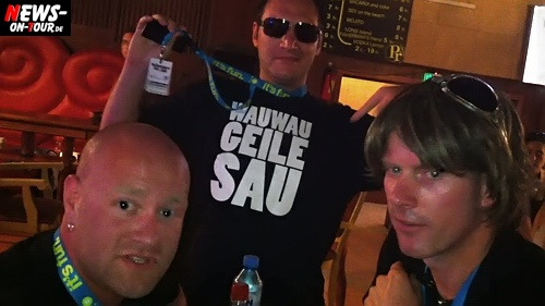 Mickie Krause und Stefan Tanz! ´Der Sasse´ traf die beiden Sänger in der V.I.P. Backstage Area in Bulgarien am Goldstrand. Ballermann Hits on Tour 2010. Very Funny ;)