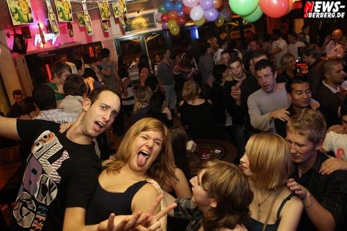 10 Jahre B1. Wir feiern Geburtstag! 10 Jahre Erfolg hat einen Namen in Gummersbach. Und es ist kein Ende in Sicht! HEUTE (Fr. 28.10.2011) Große Geburtstagsparty zum 10-jährigen Jubiläum ab 21 Uhr. 1000 Wodka Longdrinks Gratis!!! Desperados 3,- Euro und Tequila Silver und Gold (Shots) 1,50 Euro