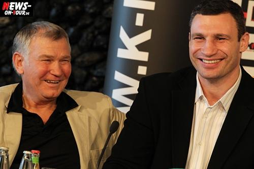 HD-Video: Klitschko macht Spass! Fritz Sduneck kennt meinen Körper besser als meine Frau. Bonus: 2x HD Videos! Klitschko: Finanzen ist nicht wichtige Motivation! Geld ist Resultat. Klitschko: WBO Gürtel! Ich bin der Stärkste in der Welt