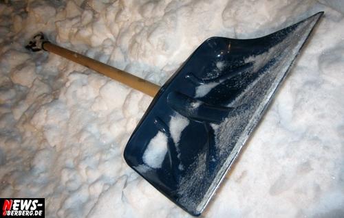 Schnee Schneeschaufel Streupflicht