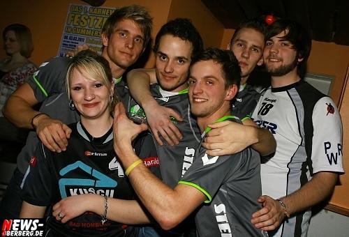 ntoi_b1_handballer-party_01.jpg