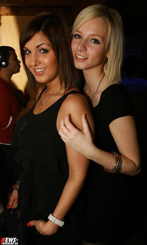 ntoi_b1_handballer-party_02.jpg
