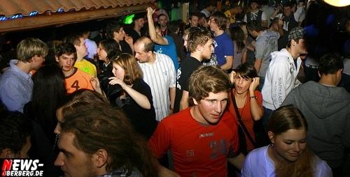 ntoi_b1_handballer-party_04.jpg
