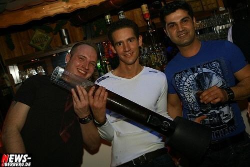 ntoi_b1_handballer-party_08.jpg