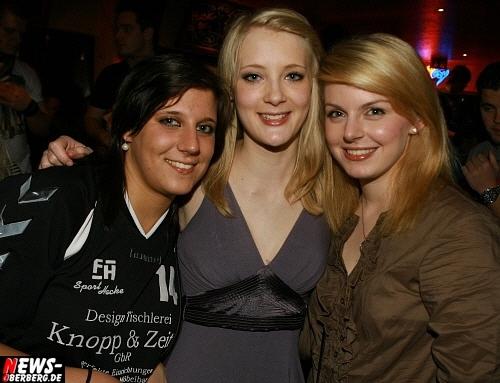 ntoi_b1_handballer-party_14.jpg