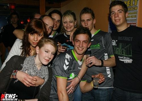 ntoi_b1_handballer-party_19.jpg