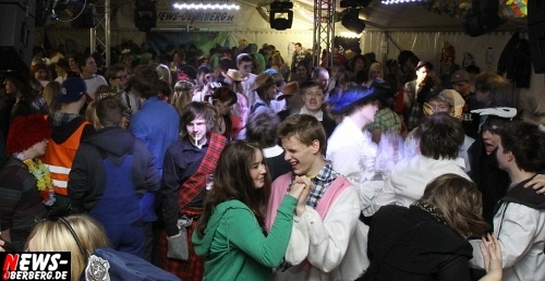 ntoi_gm_unighted_karneval_festzelt_06.jpg