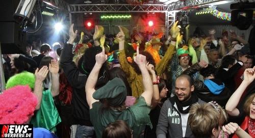 Helau und Alaaf 2012 im Karnevals FESTZELT in Gummersbach (Steinmüllerallee). Weiberfastnacht (16.02.) geht es ab 16 Uhr los. Finale steigt am Karnevals-Samstag (18.02.) ab 17 Uhr