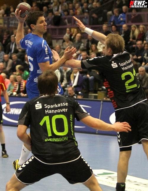 Handball: VfL Gummersbach verliert ohne einen etatmäßigen Spielmacher gegen Hannover-Burgdorf mit 28:33 (11:15). VfL bleibt aber weiterhin auf dem 13. Tabellenplatz der DKB Handball-Bundesliga