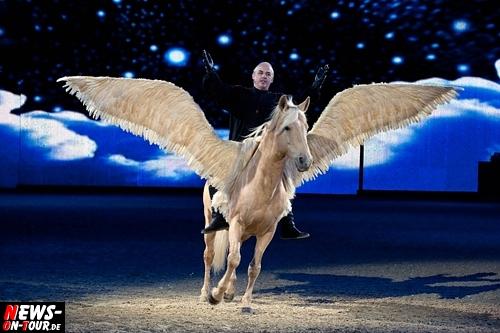 Weltbeste Pferdeshow in Essen: EQUITANA 2011 ´FABULOSO´die fabelhafte Welt der neuen HOP TOP Show 2011. NEWS-on-Tour besuchte die ausverkaufte Premiere mit 5.000 Zuschauern in Essen