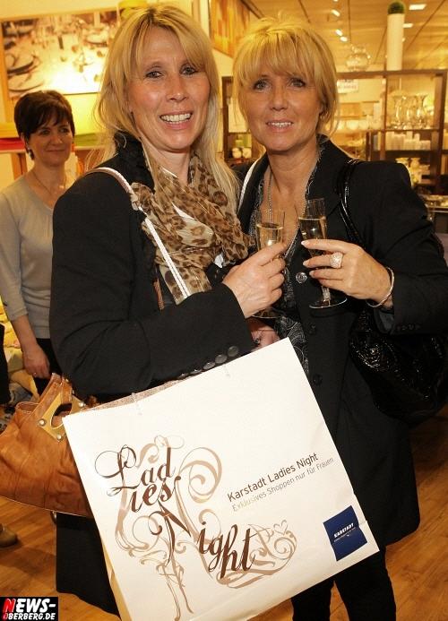 Gummersbach: TOP! 5. Auflage der ´KARSTADT Ladies Night´ (Fr. 08.04.2011) war die bisher erfolgreichste exklusive Shoppingaktion nur für Frauen. KARSTADT Gummersbach Geschäftsführer Volker Simstich rundum begeistert