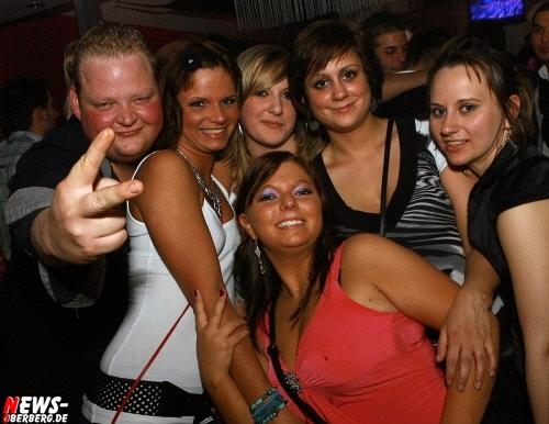 Gummersbach: ´Flotter 3er´ erneut stark besucht! Partyspass und gute Musik beim beliebten Getränkemotto @DKdance (Sa. 09.04.2011)