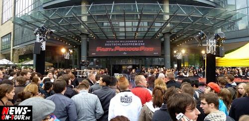 Köln: Fast & Furious Five Premiere @Cinedom. NEWS-on-Tour traf die Weltstars Vin Diesel und THE ROCK Darsteller Dwayne Johnson. Außerdem liefen weitere FF5 Hauptdarsteller über den roten Teppich, wie:  Paul Walker, Tyrese Gibson, Elsa Pataky, Gal Gadot und Regisseurs Justin Li. Bonus: 3x HD Video