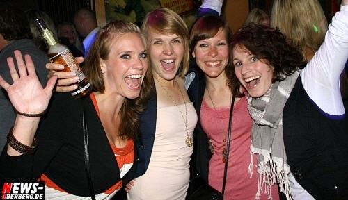 Oberbergischer Kreis (Gummersbach): ´House vs. Black´Gute Laune und viel Spaß stets inklusive @B1. DIE BILDER! Exklusiv aus dem Oberbergischen Meetingpoint B1/Gummersbach [Freitag 27.05.2011]
