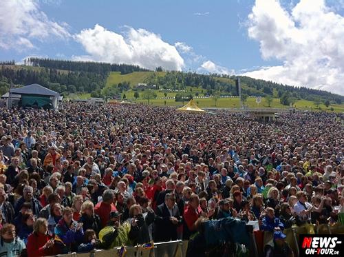 Willingen: Woodstock des Schlagers. 30.000 Schlagerfans begeistert beim ´5. Sauerland Open Air´ am Ettelsberg