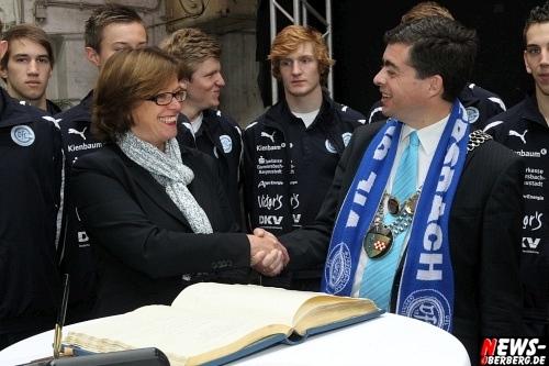 VfL ist Gummersbach: 4,5 Mio für die neue Arena. Sportministerin Ute Schäfer übergab den Förderbescheid für die Schwalbe Arena in der Halle 32 (mit Video)