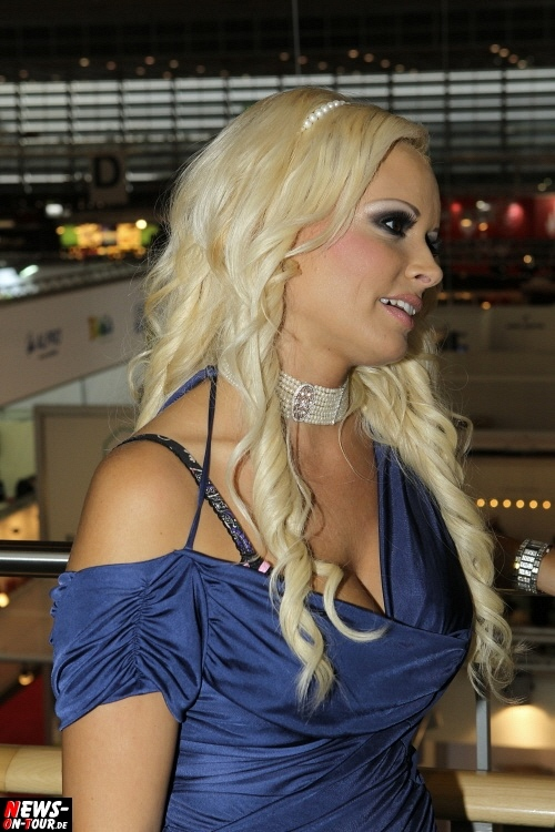 ntoi_daniela-katzenberger_ladystar_gds_messe_duesseldorf_schuhe_23.jpg