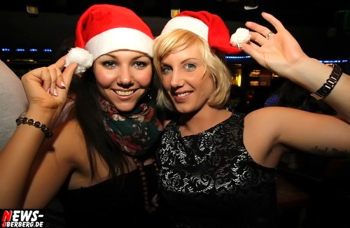 Gummersbach: Santa Claus Party (B1) toppte mal wieder alles! Riesen X-Mas Partypeople Ansturm im Oberbergischen Meetingpoint. Exklusive Fotoserie mit 129 Fotos vom Fr. 23.12.2011 online