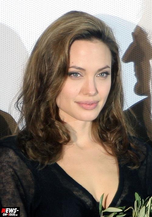 True Hollywood Story: Angelina Jolie