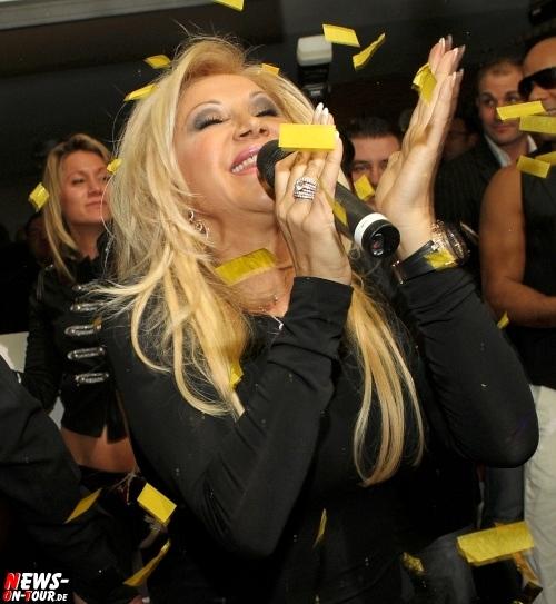 Carmen Geiss rockte die JET SET PARTY im Kölner Club Diamonds am Hohenzollernring. Fans begeistert! Sympathisch, natürlich und einfach nur ´Roooobert´. Samstag 04.02.2012. Viele HQ-Bilder!
