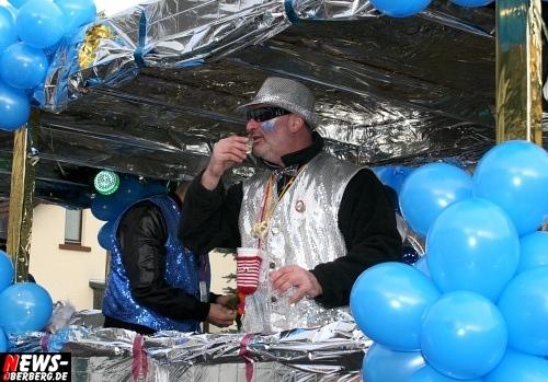 ntoi_treppchen_ruenderroth_karnevalszug_40.jpg