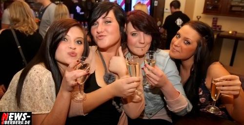I KiSSED A GiRL @B1 Ladies Night. Exklusive Fotoserie (Samstag 07.04.2012. Nur bei NEWS-Oberberg.de! Wir wissen was du letzten Samstag getrieben hast! Du auch noch?