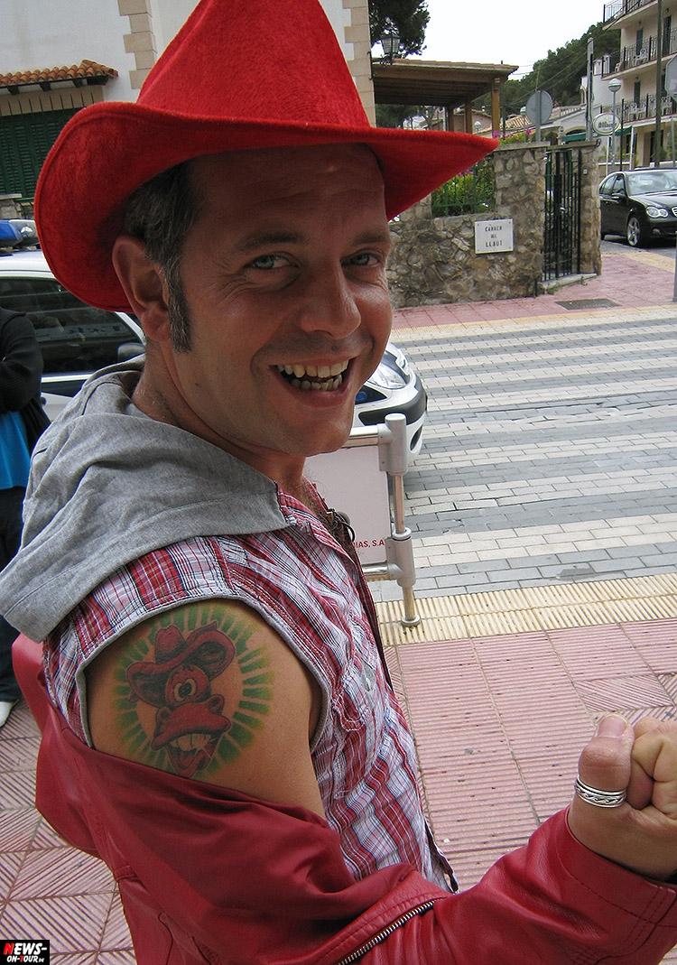 markus-becker_ntoi_das-rote-pferd_tattoo_rechtliches_gesetzt_plakat_song_ballermann