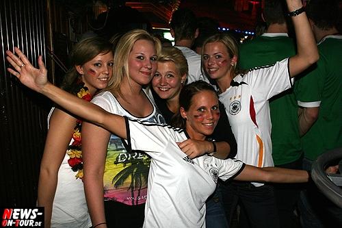 Mallorca Party (Gummersbach) Football Meets Mallorca Weekend. Volles Haus zur After-Football Party @B1 (Sa. 09.06.2012). Riesen Andrang in der Brückenstraße. Exklusiv bei NEWS-Oberberg.de alle Fotos des Abends