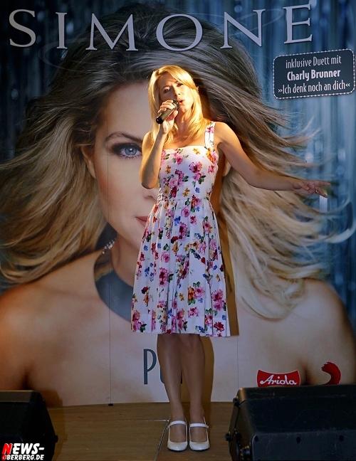 SIMONE erfolgreichste österreichische Sängerin stellte Kostproben ihres neuen Albums ´Pur´ im EKZ Bergischer Hof in Gummersbach vor (Bonus: 5x HD-Video)