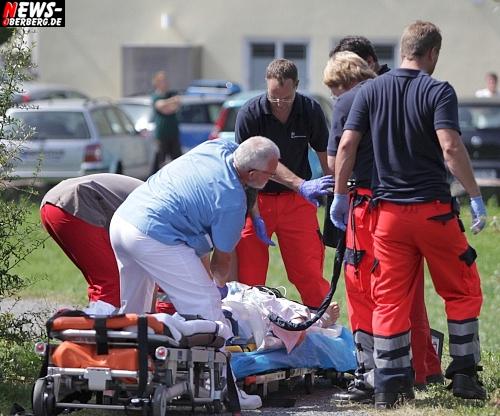 Schwerer Verkehrsunfall! (Mit HD-Video) Lieferwagen Fahrerin (45) überfuhr zwei Passanten in der City von Bergneustadt! 61-jährige Frau in Klinik nach Siegen mit Hubschrauber geflogen. 71-jähriger Mann in Krankenhaus Gummersbach gefahren